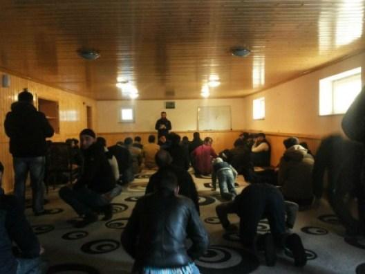 პარასკევის ლოცვა დაუმთავრებელი სუნიტური მეჩეთის სარდაფშო (DFWatch)