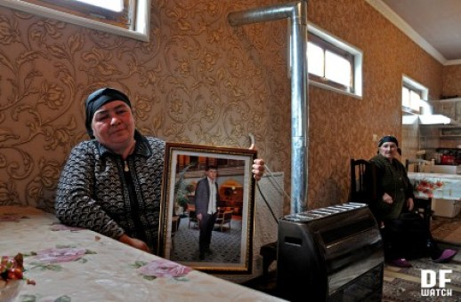 Zarangul Akhmedova holds picture of her son Pikrat, who was murdered shortly before New Year (DF Watch)