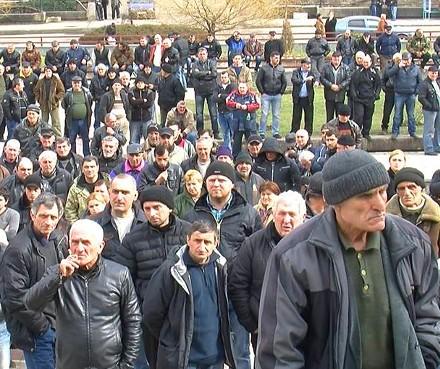 miners_on_strike_tkibuli
