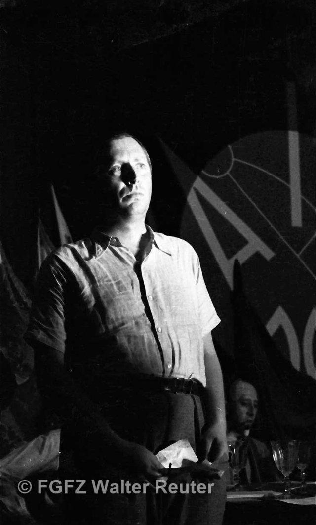 Nordahl Grieg en su discurso en el II Congreso de escritores para la defensa de la Cultura, Madrid, julio de 1937. Fondo Guillermo Fernández Zúñiga. Autor Walter Reuter.