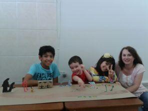 Crianças de Registro preparam maquete da cidade que acolhe os imigrantes