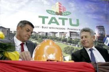 Tatu City sponsor Stephen Jennings (left) with Dormans chairman Jeremy. Photo courtesy of www.nation.co.ke