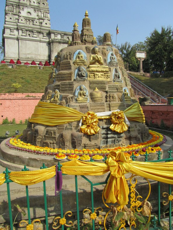 golden-wrapped-stupa-img_0447