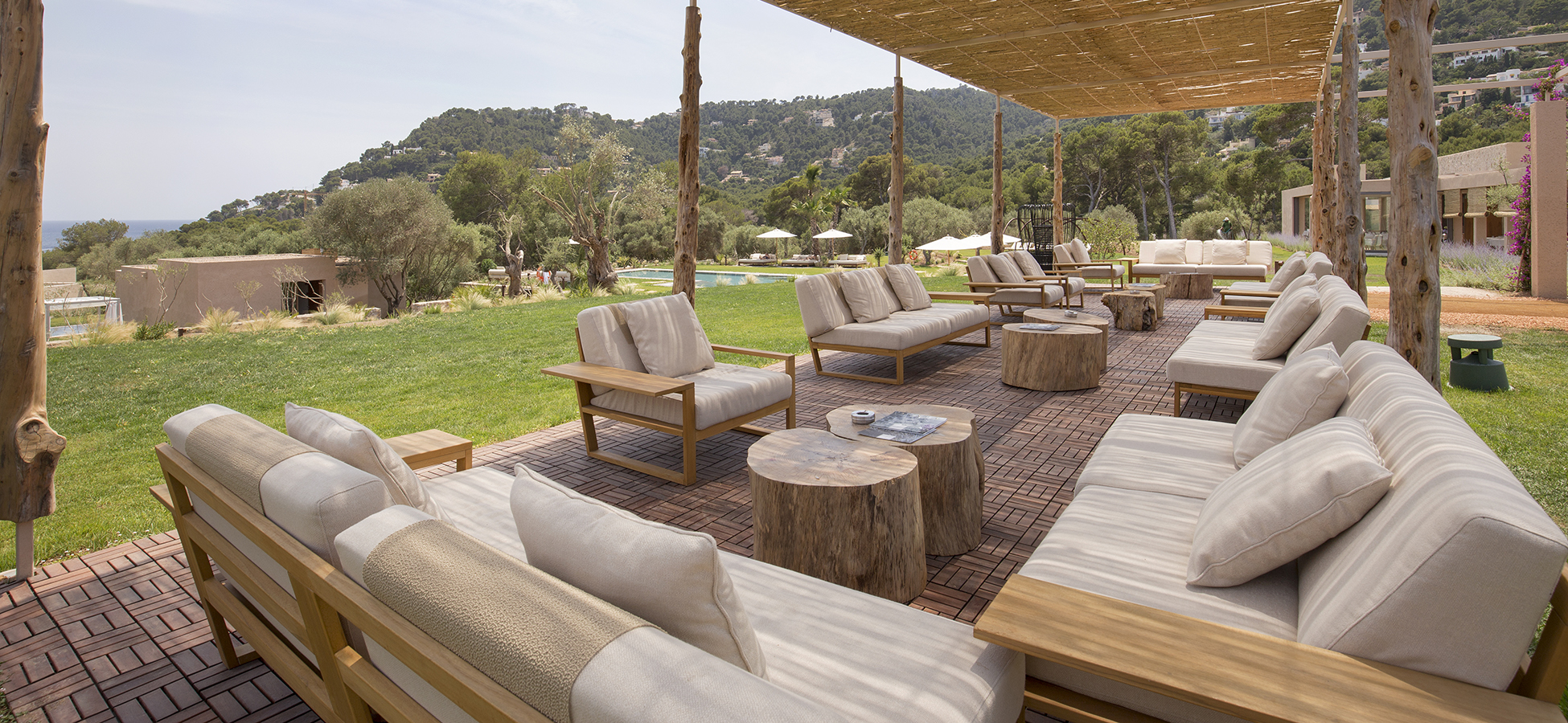 point outdoor furniture design