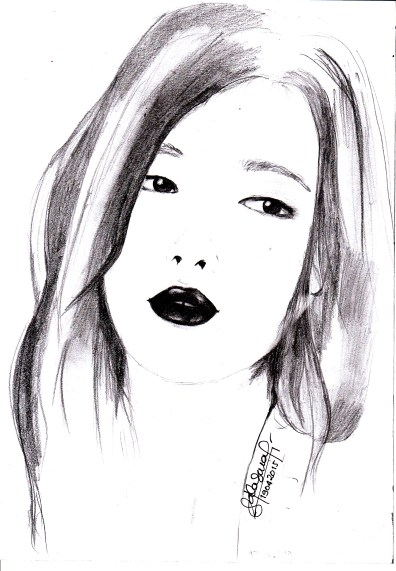 Sulli. The original photo has a soft and elegant vibe. That's why I only used pencil, to make it a little softer compared to charcoal.
