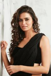 actress-meenakshi-dixit-stills4