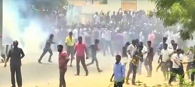 தூத்துக்குடியில் போலீசாரின் துப்பாக்கிச்சூட்டில் பொது மக்கள் 8 பேர் உயிரிழப்பு, 60 பேர் படுகாயம்