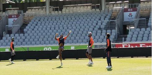 இங்கிலாந்துக்கு எதிரான டி20: ஷாட் பிட்ச் பந்துகளில் இந்திய வீரர்கள் தீவிரப் பயிற்சி