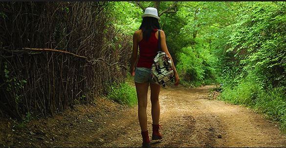 02 Aug17  Turist girl