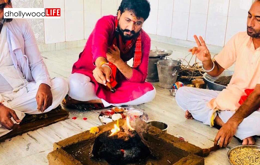Dinesh Desai Performs Havan On Hanuman Jayanti At A Temple In Ahmedabad To Fight Against Coronavirus