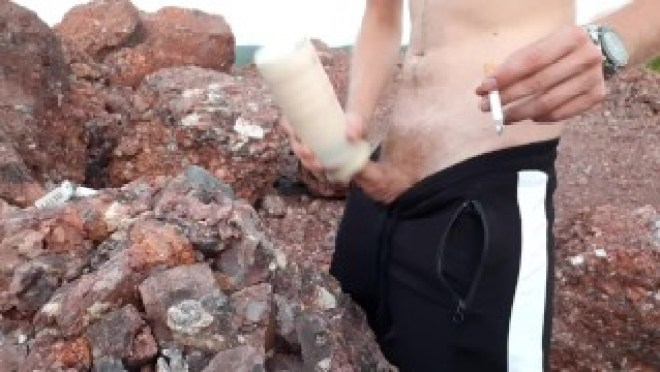 Хуястый парень долбит в жопу виртуального гомосека