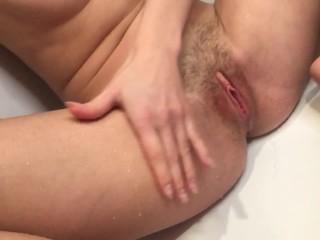 Волосатая пизденка играет пальчиками и ссыт лёжа / Hairy pussy play and pee