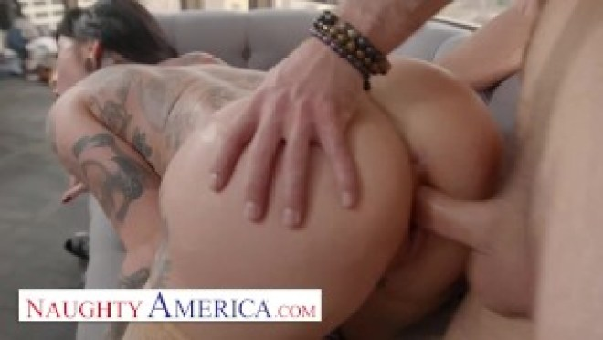 Naughty America – Jessie Lee gets fucked in her office by the IT guy