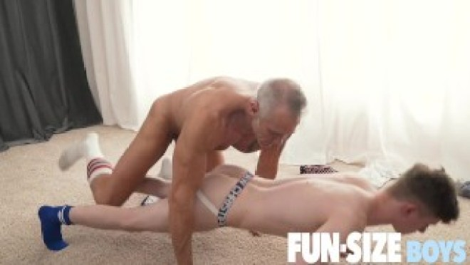 FunSizeBoys – Silver haired muscle daddy breeds tiny gym boy