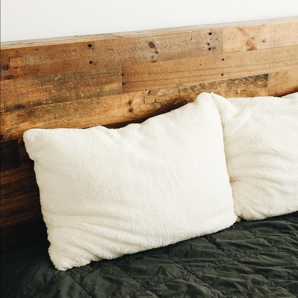 موكب جمجمة ضيق في التنفس ugg pillow sherpa