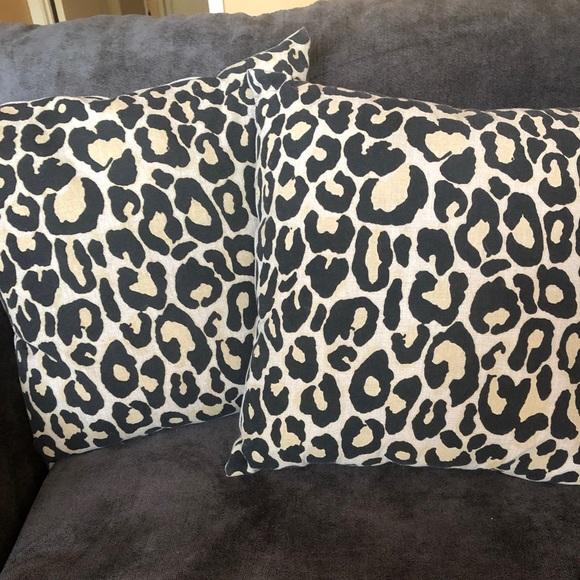 leopard throw pillows
