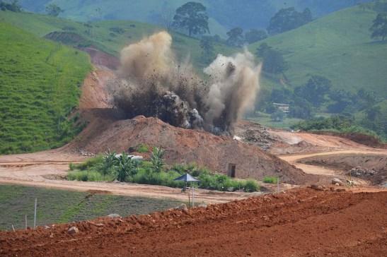 Atenção: BR 101 Sul será interditada por uma hora hoje para detonação de rocha