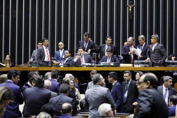 Congresso aprova texto-base do Orçamento com fundo de R$ 2 bilhões para eleição