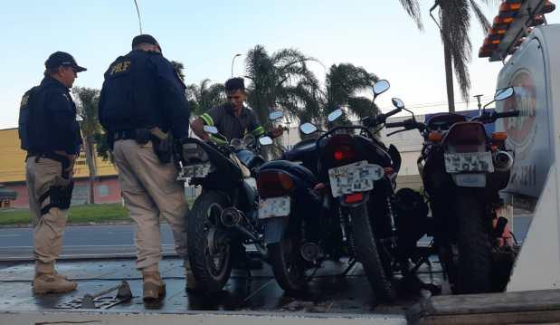 PRF fiscaliza mais de 400 motos em operação no ES
