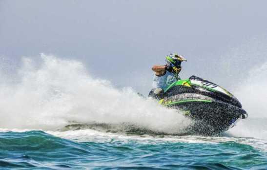 Adrenalina com mais de 60 jet skis neste sábado em Marataízes