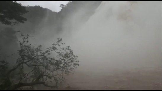 Vídeo mostra grande volume de água na Cachoeira da Fumaça