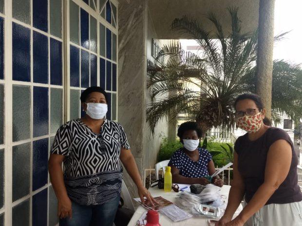Irmãs de igreja de Cachoeiro produzem e distribuem máscaras gratuitamente