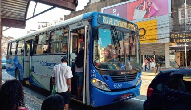 Transporte em Cachoeiro coletivo mantém oferta durante risco moderado