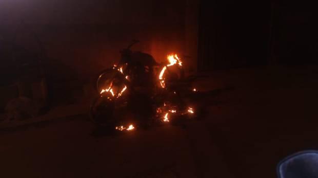 Noite tensa no Rubem Braga resulta em motos incendiadas e um baleado