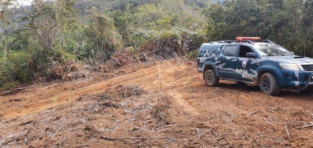 Polícia flagra escavação de poço e desmate ilegal em Muniz Freire