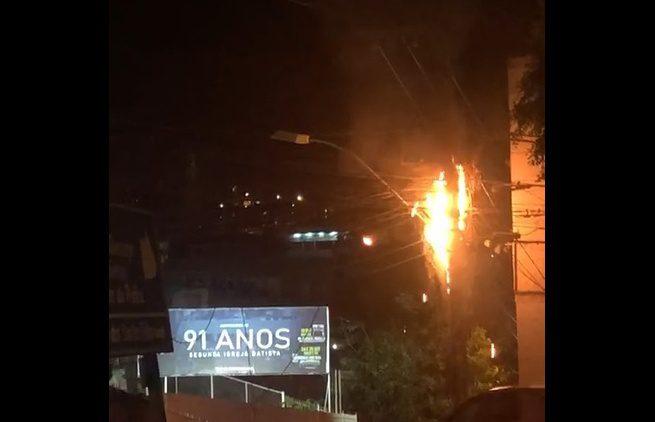 Trânsito segue com desvio na rua Costa Pereira para reparos na rede elétrica