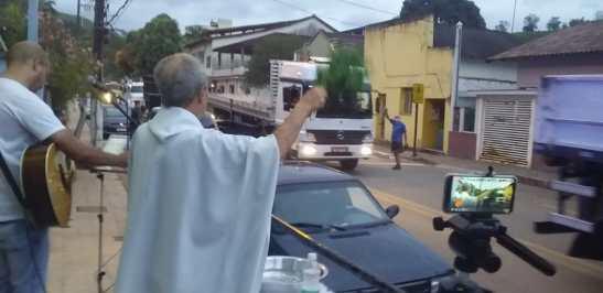 Caminhoneiros fazem procissão em Mimoso em homenagem à Nossa Senhora