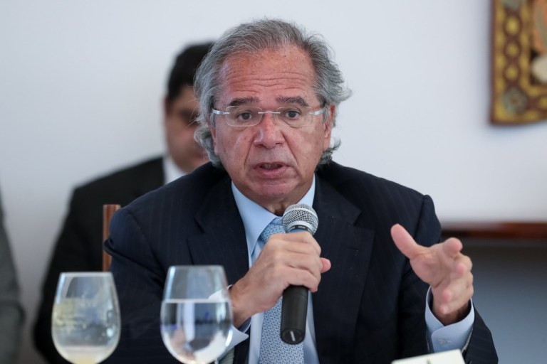 Brasil está oficialmente saindo da recessão, afirma Paulo Guedes