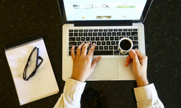De volta ao home office: rotina de higienização evita o coronavírus