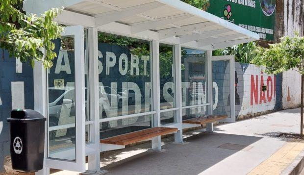 Moradores são orientados sobre conservação dos pontos de ônibus em Cachoeiro