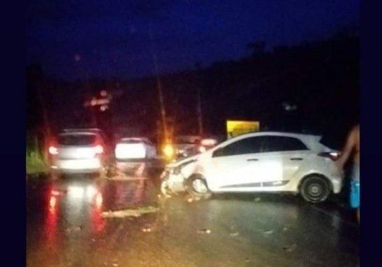 Homem morre e mulher fica gravemente ferida após acidente em Cachoeiro