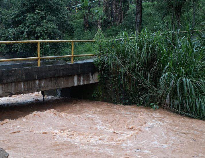 Chuva em Vargem Alta deixa moradores em alerta e causa transtornos