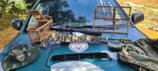 Polícia Ambiental apreende arma de caça e munições em Guaçuí