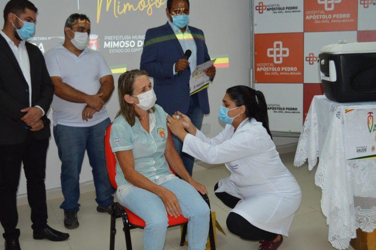 Profissionais da linha de frente da Covid são as primeiras vacinadas em Mimoso