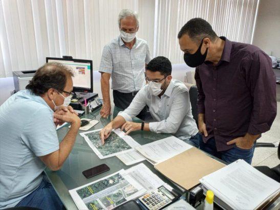 Prefeito discute com direção do DER obras estruturantes para Cachoeiro