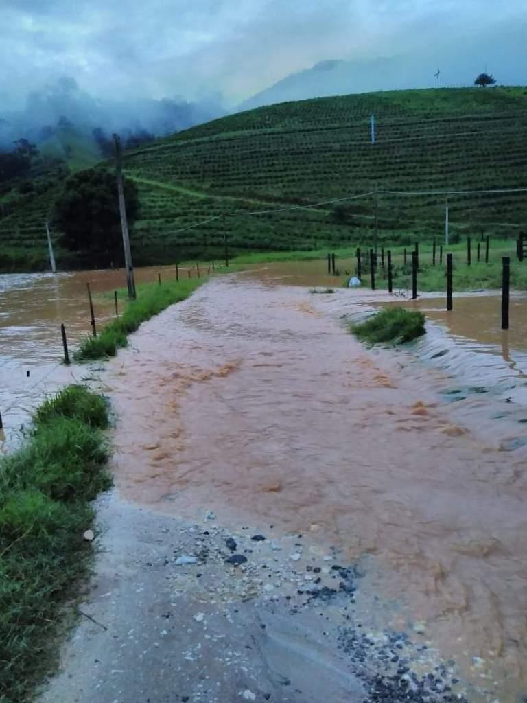 Moradores do distrito de São Vicente isolados desde a chuva de quarta-feira (10)