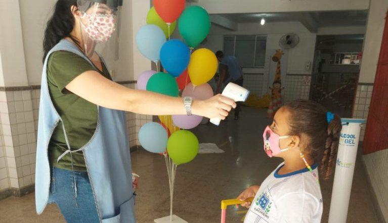 Mais alunos retornam às aulas presenciais nas escolas municipais de Cachoeiro