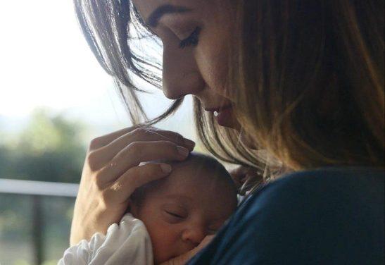 No Dia da Amamentação, pediatra diz que aleitamento melhora saúde do bebê