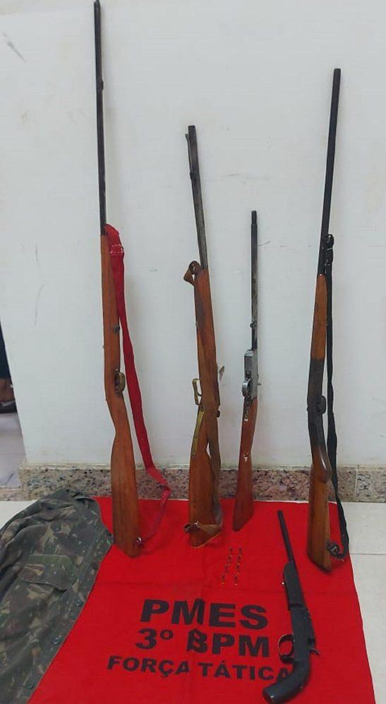 Polícia apreende armas e prende dois idosos em Alegre