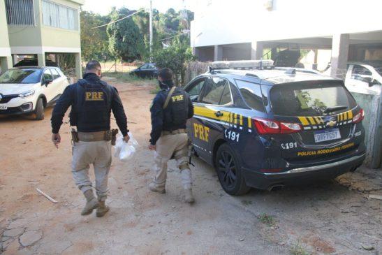 PRF encontra 4 kg de cocaína escondida em ônibus na BR 101 em Mimoso