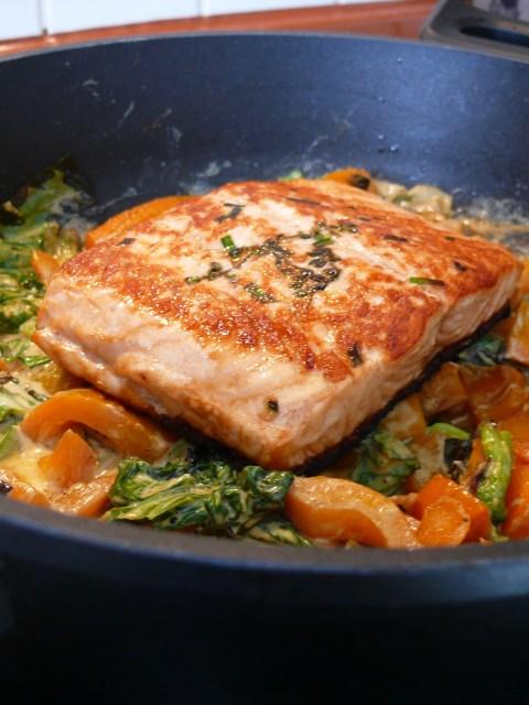 Pak Choi, Paprika, Lachs in Currysoße