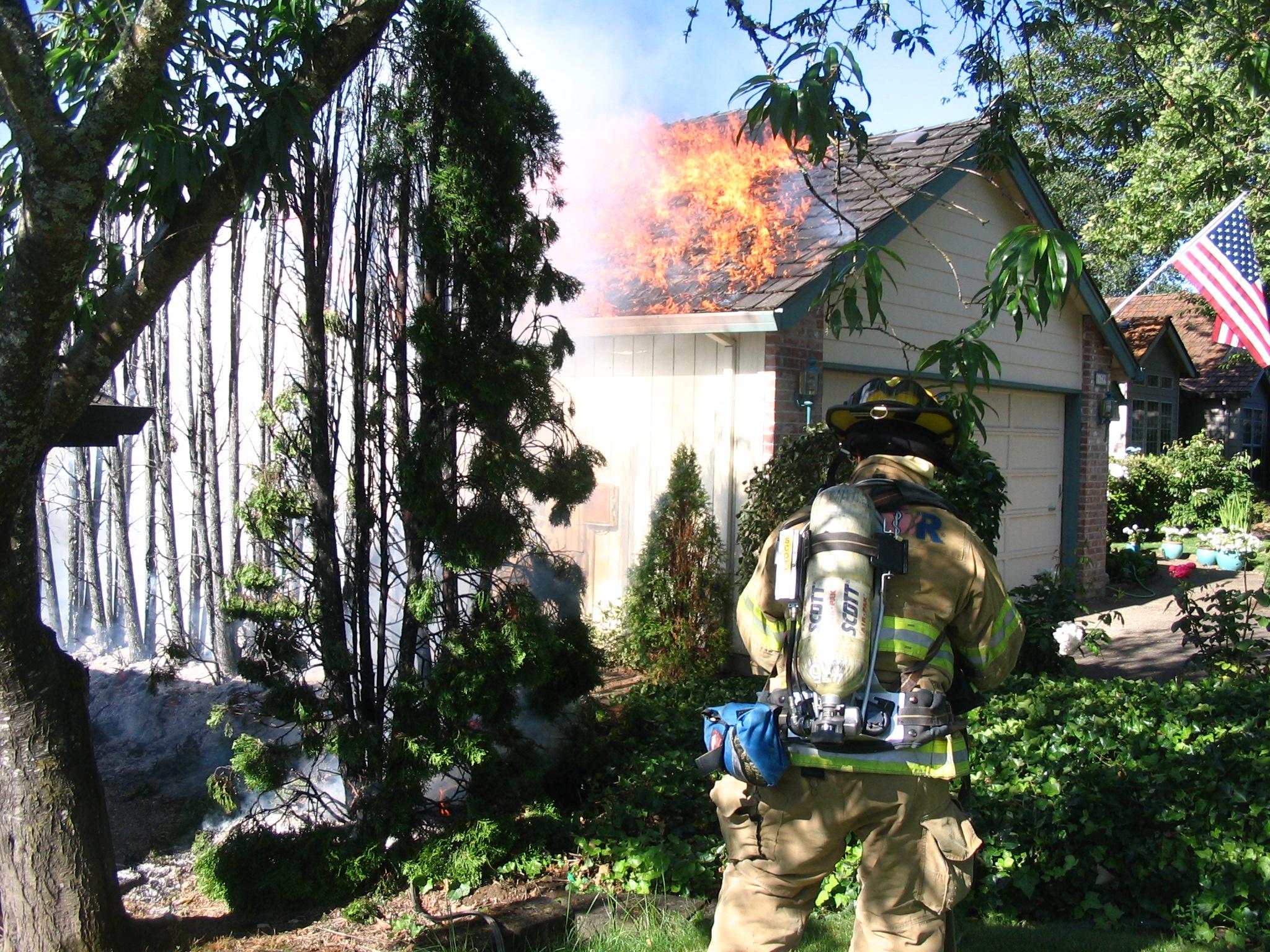 (c)2009 Em https://diabetesdietdialogue.wordpress.com 2009-6 Our Fire - Tom's house ignites