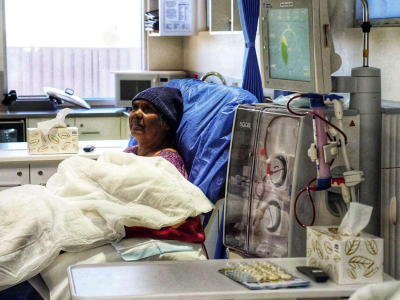 A patient in Ampilatwatja undergoes kidney dialysis.
