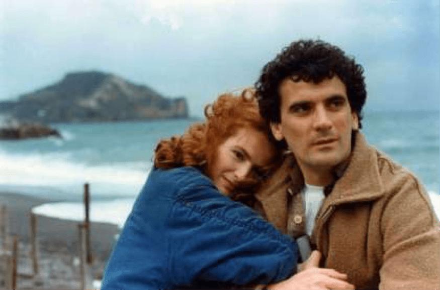 Giuliana De Sio et Massimo Troisi dans Scusate il ritardo (1983)
