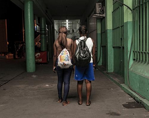 Régis Samba-Kounzi, Veronica & Jeannette, quartier de Limete, Kinshasa RDC, 2015