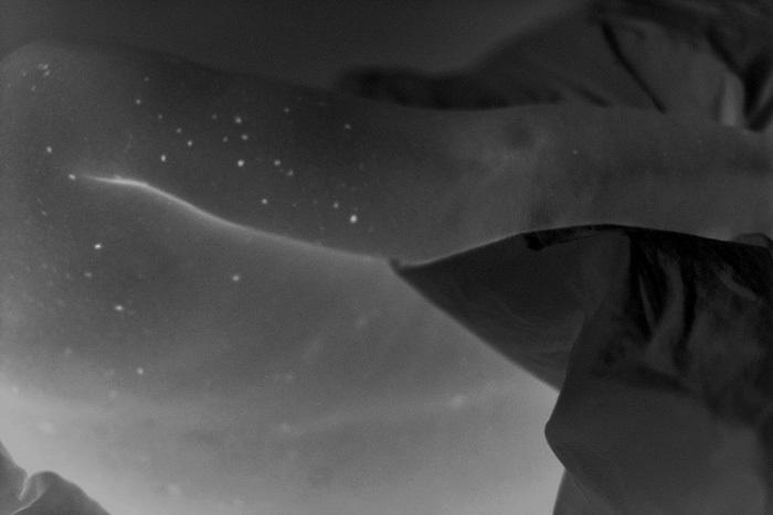 Constellation, Abbadia, 2011 tirage argentique, 2016, format 80x120 cm. Extrait de la série « Regards de l'égaré ». © Anne-Lise Broyer, courtesy La Galerie Particulière Paris